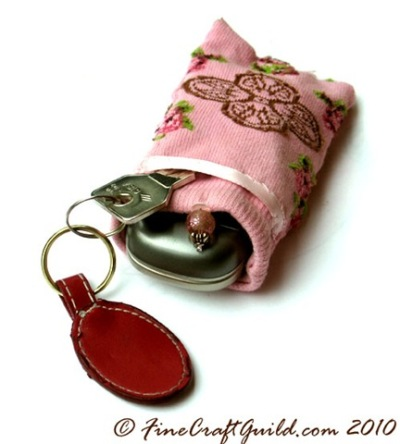 recycled-sock-phone-pouch-reuse-repurpose